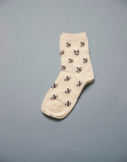 גרביים בצבע לבן עם אייקונים של כלב בולדוג