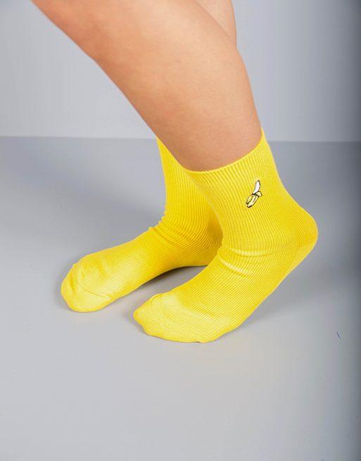 גרביים בצבע צהוב עם אייקון בננה